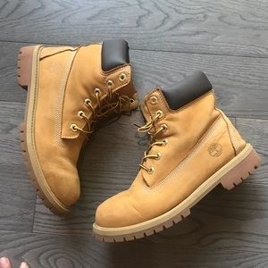 Timberlands shoes size 5 junior